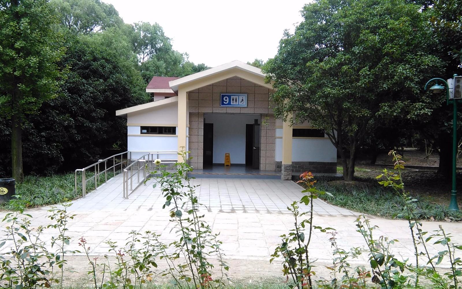 上海共青森林公园公厕全面迈入2.0时代